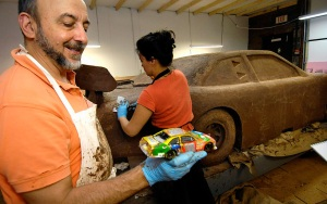 Jim Victor and Marie Pelton created a life-size chocolate replica of the No. 18 Toyota Camry M&Ms car. Photo: designboom.com
